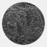 Imagen blanco y negro invertida de la pared del pegatina redonda