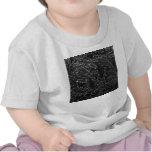 Imagen blanco y negro invertida de la pared del camiseta