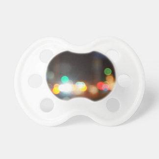Imagen borrosa extracto de luces y de la llamarada chupete de bebé