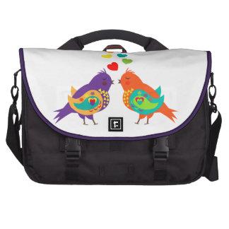 Imagen caprichosa linda de los pájaros y de los bolsas para ordenador