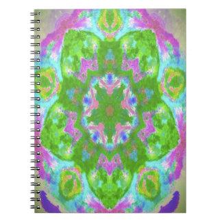 Imagen colorida del diseño del caleidoscopio de libretas espirales