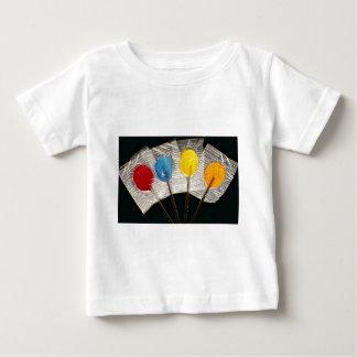 Imagen de cuatro lollipops coloridos playera de bebé
