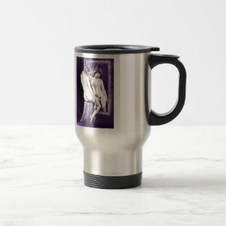 imagen de espejo: dibujo de carbón de leña desnudo taza de viaje