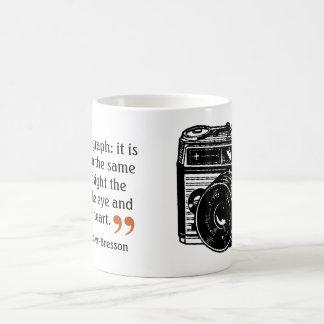 Imagen de la cámara del vintage de la cita 2 del taza clásica