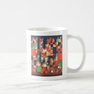 Imagen de la ciudad con acentos rojos y verdes de taza de café