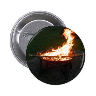 Imagen de la hoguera del hoyo del fuego pin redondo de 2 pulgadas