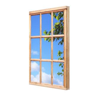 Imagen de la opinión del cielo azul y de la ventan lienzo envuelto para galerias