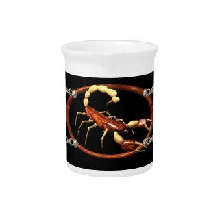 Imagen de madera del jugo del escorpión jarra de beber