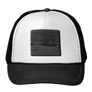 Imagen de madera negra gorros bordados