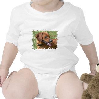 Imagen de una camiseta del bebé del perro del