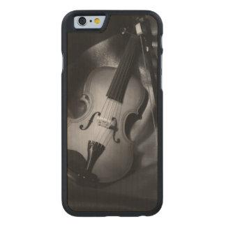 imagen del b&W de la Aún-vida de un violín Funda De iPhone 6 Carved® Slim De Arce