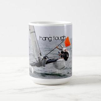 Imagen del catamarán de la navegación de la compet taza básica blanca