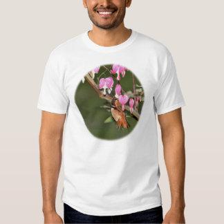 Imagen del colibrí y de las flores remera