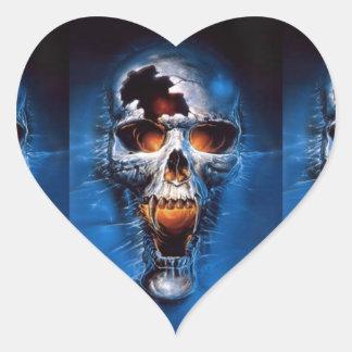 Imagen del cráneo del fuego del peligro pegatina en forma de corazón