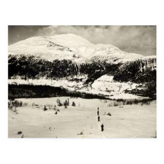 Imagen del esquí del vintage, esquiadores en el va tarjetas postales