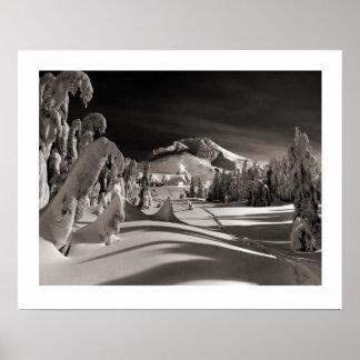 Imagen del esquí del vintage, hacia el pueblo del  impresiones