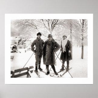 Imagen del esquí del vintage, moda en el piste poster