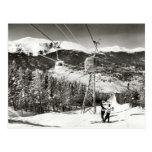 Imagen del esquí del vintage, remonte tarjeta postal