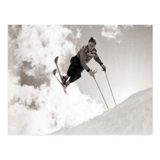 Imagen del esquí del vintage, trucos en los esquís tarjeta postal