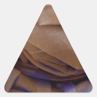 Imagen del gorra en bronce con el cordón violeta pegatina triangular