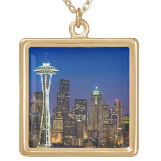 Imagen del horizonte de Seattle en horas de mañana Collar Dorado
