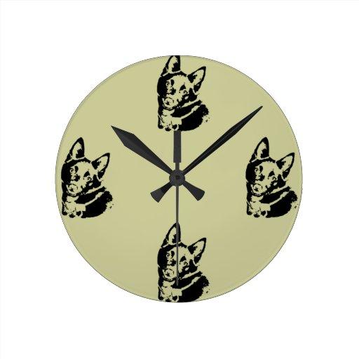 Imagen del perro del Schipperke Reloj Redondo Mediano