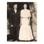 Imagen del vintage de un par del boda tarjetas postales
