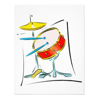 Imagen determinada del tambor de la percusión de l invitaciones personales
