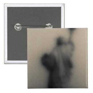 Imagen difundida de la estatua de la libertad pin cuadrada 5 cm
