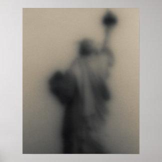Imagen difundida de la estatua de la libertad póster