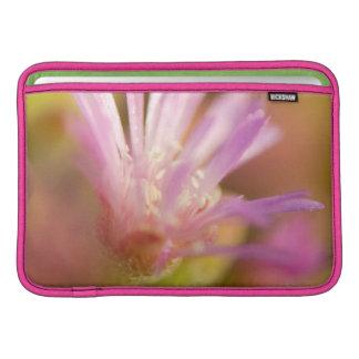 Imagen difundida de una flor suculenta colorida fundas macbook air