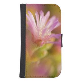 Imagen difundida de una flor suculenta colorida carteras para teléfono