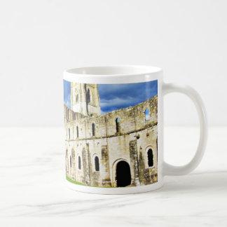 Imagen dramática de la abadía de las fuentes justo tazas