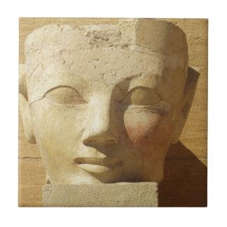 Imagen egipcia del pharaoh de la mujer de Hatsheps Azulejo Cuadrado Pequeño