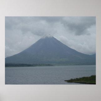 ¡Imagen enorme de un volcán en Costa Rica! Póster