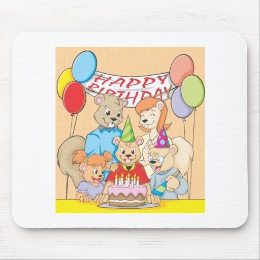 Imagen feliz y colorida de una familia de la mouse pad