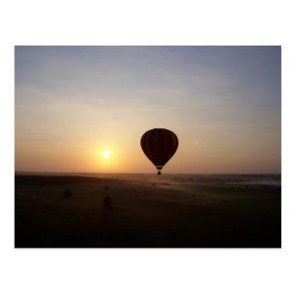 Imagen fotográfica del globo del aire caliente de tarjetas postales