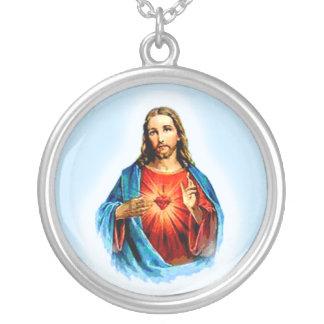 Imagen icónica de Jesús con el collar del corazón