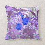 imagen invertida de las flores de las hojas azules almohadas