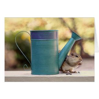 Imagen linda del Chipmunk y de la regadera Tarjeta De Felicitación