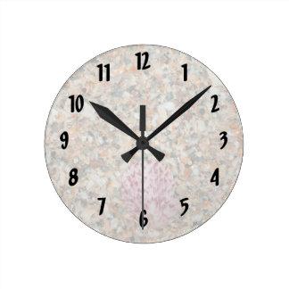 imagen machacada lavada de la playa de la concha reloj redondo mediano