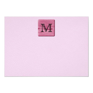 Imagen modelada rosa, con la letra de encargo del invitación 12,7 x 17,8 cm