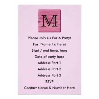 Imagen modelada rosa, con la letra de encargo del invitación 8,9 x 12,7 cm