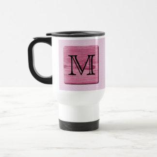Imagen modelada rosa, con la letra de encargo del taza térmica