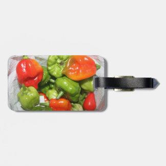 Imagen multicolora de la pila del pimiento picante etiquetas bolsa