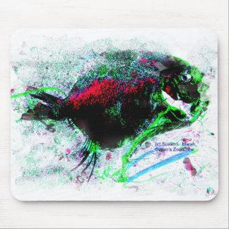 Imagen negativa colorida de un pescado secado alfombrillas de ratón