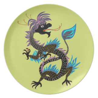 Imagen negra del dragón de agua en la placa plato