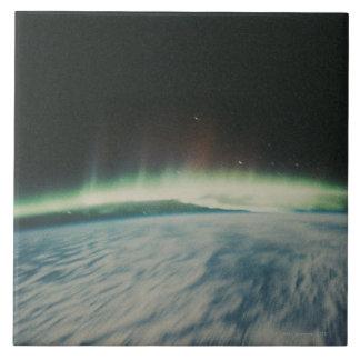 Imagen por satélite de la aurora boreal azulejos