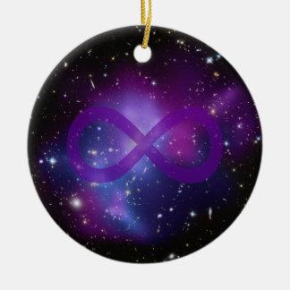 Imagen púrpura del espacio ornamento de navidad