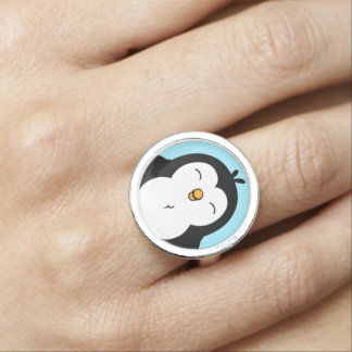 Imagen rechoncha linda del pingüino anillos